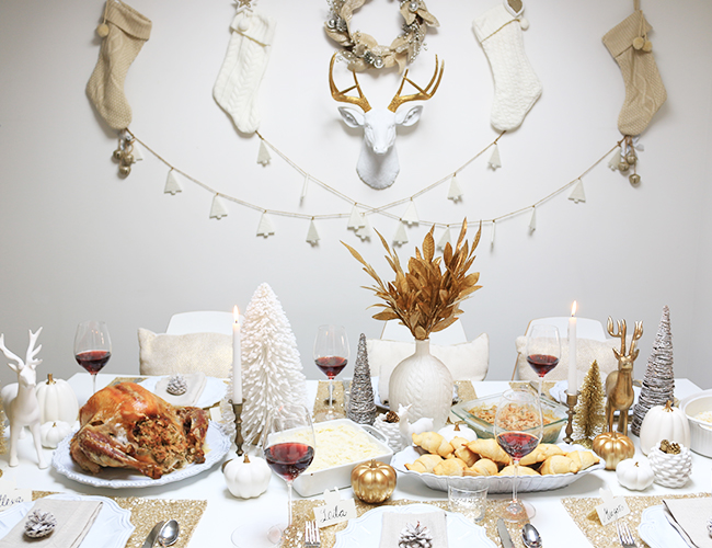 white and gold christmas table arrangements